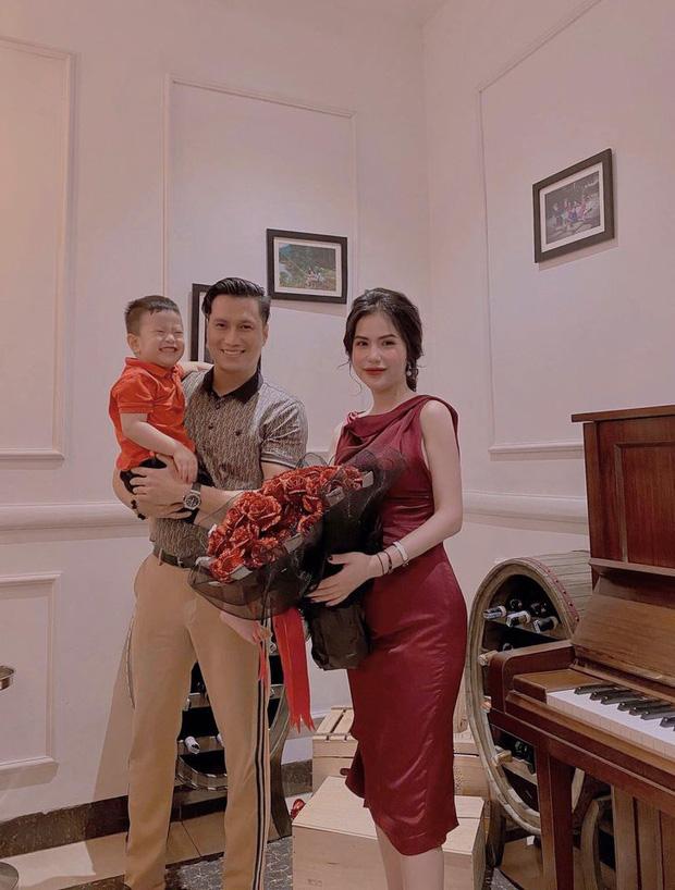 Việt Anh và vợ cũ hội ngộ mừng sinh nhật con trai, nhìn biểu cảm biết ngay tình trạng quan hệ sau ly hôn - Ảnh 4.