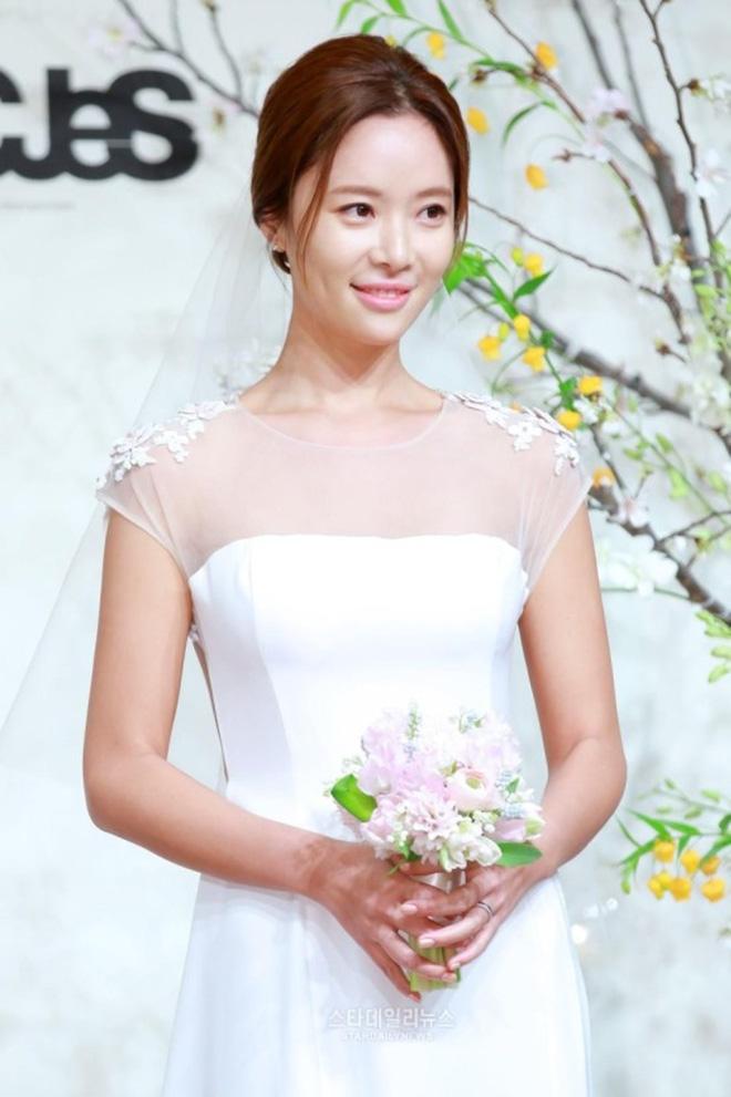 Dàn mỹ nhân Gia Đình Là Số 1 dính 'lời nguyền': Hwang Jung Eum bị CEO phụ bạc, Yoo In Na và Hoa hậu Hàn khổ vì bê bối tình dục - ảnh 6