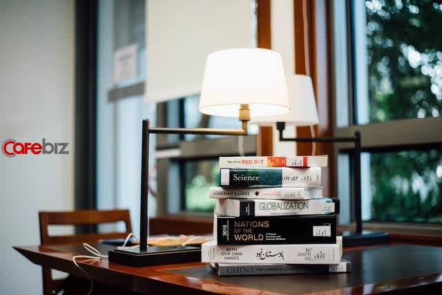 4 thái độ đúng đắn của người BIẾT ĐỌC: Đọc sách mù quáng chỉ ôm thất bại - Ảnh 1.