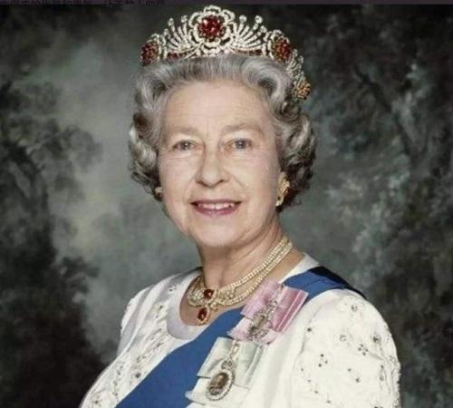 Nhan sắc thời trẻ của Nữ hoàng Anh: Được ví như Nữ vương cổ tích, chồng nguyện bỏ ngai vàng để ở bên - ảnh 1