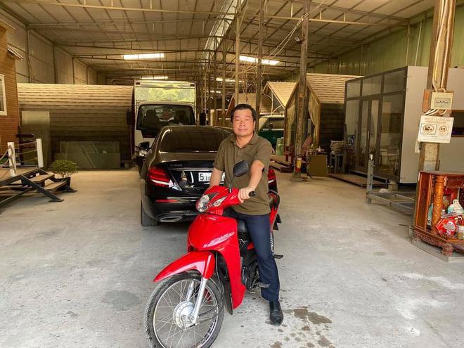 [Nóng] Gặp chủ ô tô Mercedes tặng tiền, tặng xe máy cho người đi ẩu tạt đầu xe mình - Ảnh 3.