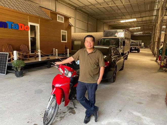 [Nóng] Gặp chủ ô tô Mercedes tặng tiền, tặng xe máy cho người đi ẩu tạt đầu xe mình - Ảnh 4.