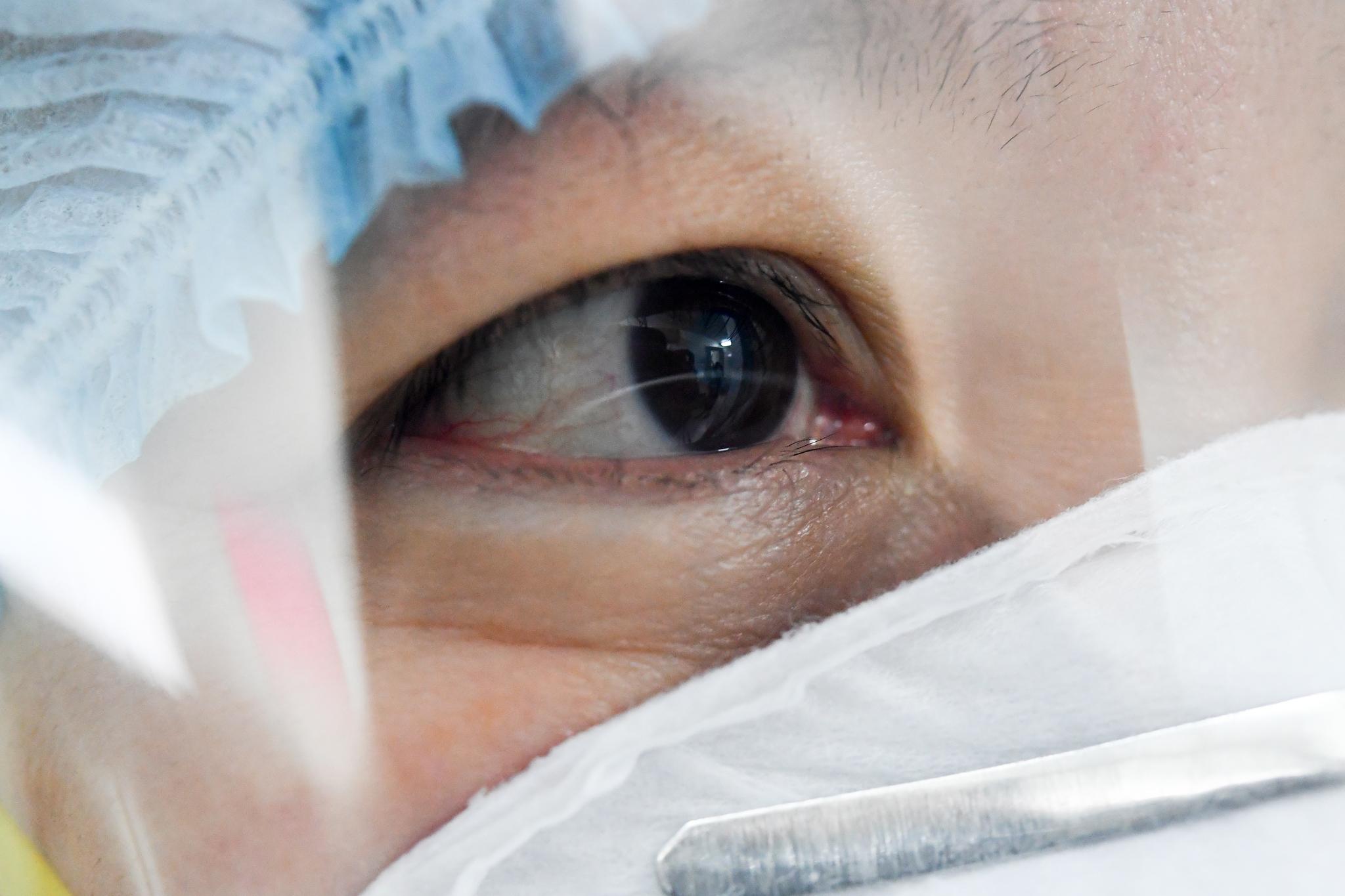 Tin vui đặc biệt từ Việt Nam và bí mật căn phòng đáng sợ nuôi cấy virus Corona - Ảnh 18.