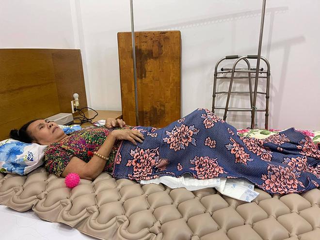 Tình hình sức khỏe của nghệ sĩ Hoàng Lan khi phẫu thuật vùng lưng bị hoại tử, lộ cả xương sống - Ảnh 3.