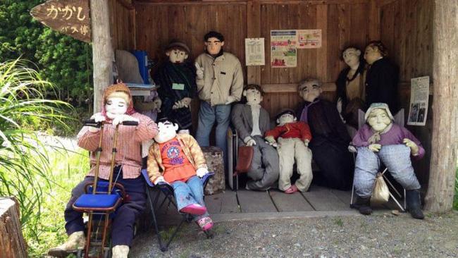 Ngôi làng kỳ bí nhất thế giới với dân số chủ yếu là 300 búp bê hình người - Ảnh 15.