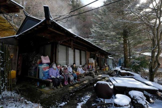 Ngôi làng kỳ bí nhất thế giới với dân số chủ yếu là 300 búp bê hình người - Ảnh 4.