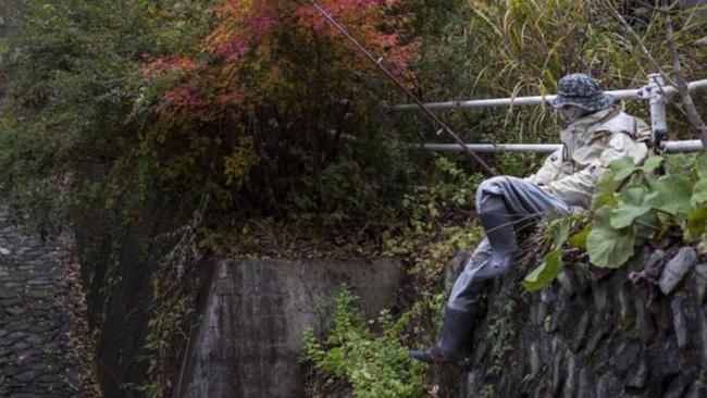 Ngôi làng kỳ bí nhất thế giới với dân số chủ yếu là 300 búp bê hình người - Ảnh 9.