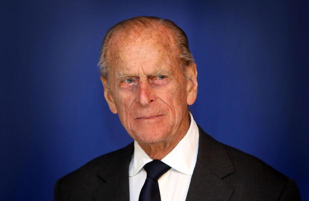 Phản ứng đầu tiên của vợ chồng Harry - Meghan ngay sau sự ra đi của cố Hoàng thân Philip khiến dư luận xôn xao tranh cãi - Ảnh 1.