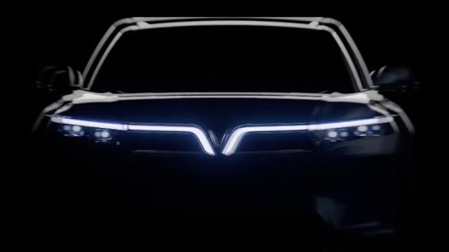 VinFast VF e36 lộ diện rõ nét trên sóng truyền hình Mỹ: SUV cỡ lớn chạy điện tự lái sắp bán ra thị trường - Ảnh 2.