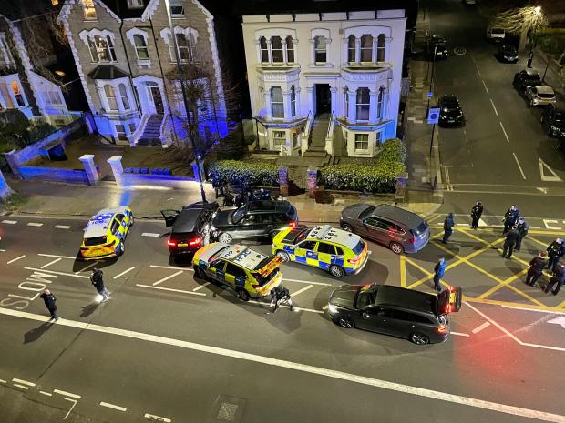 Tỷ phú giàu top đầu Anh quốc bị đâm chết dã man ngay trong nhà, danh tính nghi phạm bước đầu khiến dư luận sửng sốt - Ảnh 3.