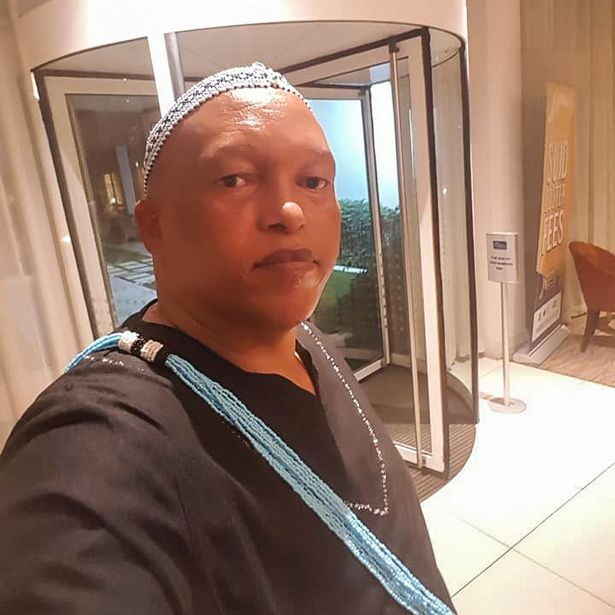 Sự cố ối giời ơi khiến quan chức Nam Phi ngượng chín mặt: Đang họp online, vợ khỏa thân bước vào - Ảnh 2.