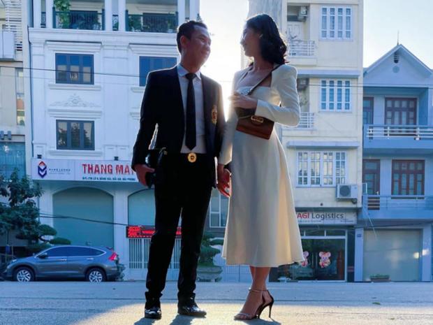 Clip chồng cũ Lệ Quyên và tình trẻ kém 27 tuổi Cẩm Đan sánh đôi ở concert Rap Việt, còn tương tác với nhau thế này đây - Ảnh 4.