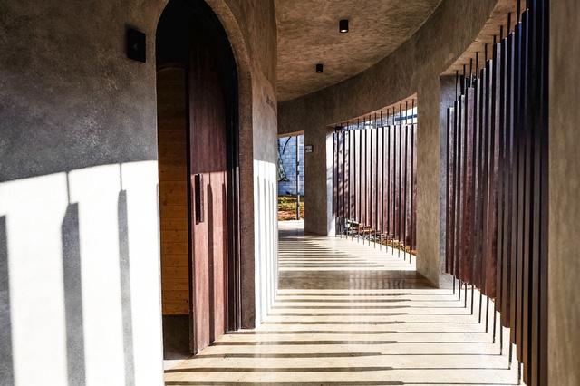 Khu bắn cung 4.000m2 của ông Đặng Lê Nguyên Vũ: Mô hình nhà rông bản địa kết hợp với kiến trúc sàn lưới La Mã, hòa hợp trong hệ sinh thái chữa lành - Ảnh 1.