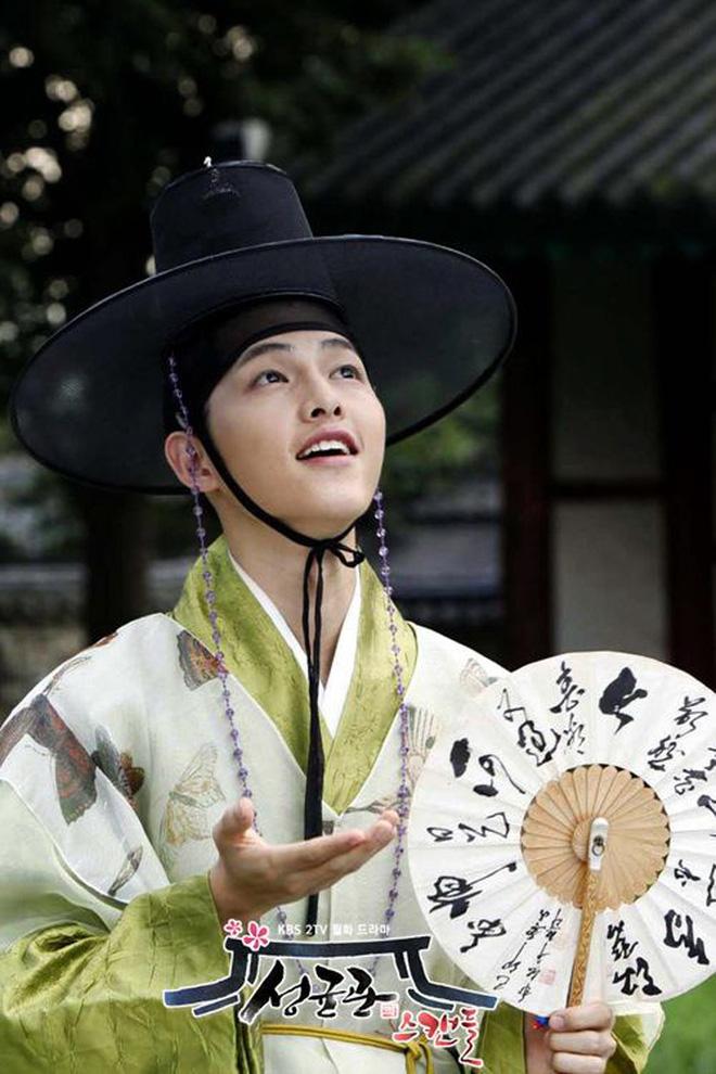 """Visual của Song Joong Ki đang khiến dân tình """"điên đảo"""" cả ngày nay: Cứ phải đúng tạo hình này mới """"bùng nổ"""" nhan sắc? - ảnh 8"""