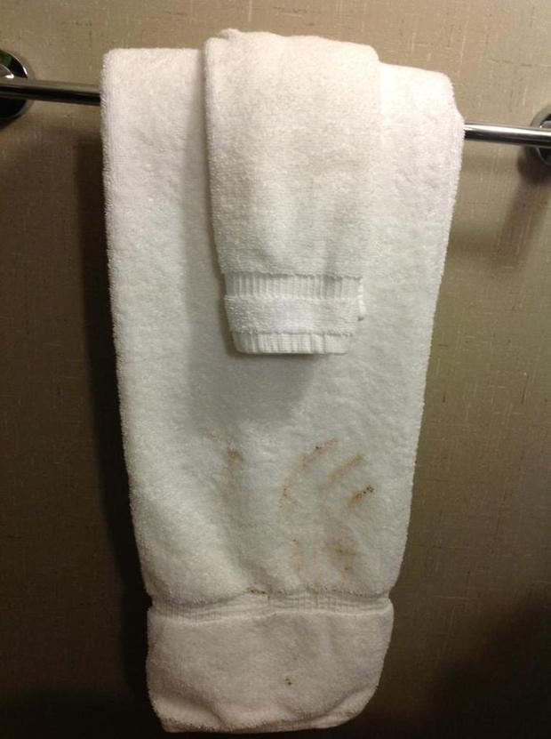 Bỏ tiền thuê khách sạn nhưng khi nhận phòng thì sốc không nói nên lời khi thấy ấm đun nước rêu mốc tua tủa, bồn rửa mặt nước xả đục ngầu - Ảnh 9.