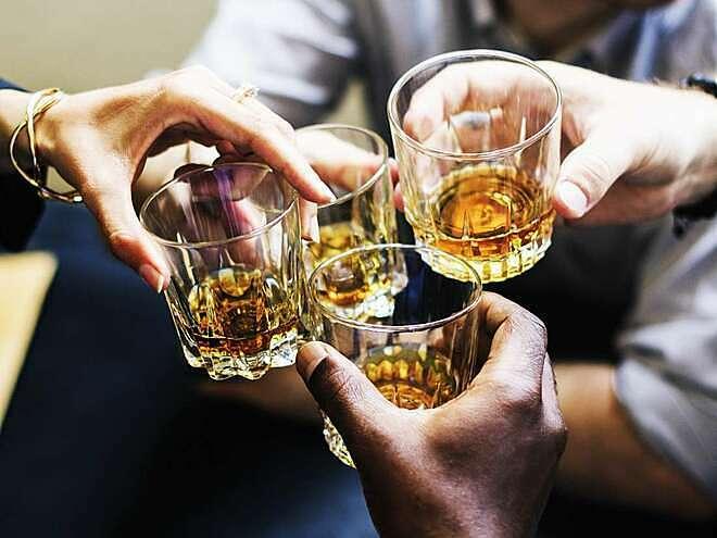 BS dinh dưỡng khuyên: Top 5 thực phẩm nên ăn kèm khi uống rượu bia để giảm bớt tác hại - Ảnh 2.