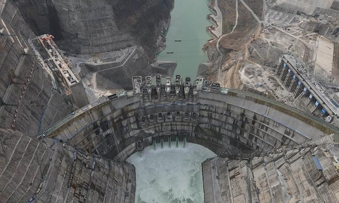 Đập vòm lớn nhất thế giới ở Trung Quốc bước vào giai đoạn quan trọng - Ảnh 2.