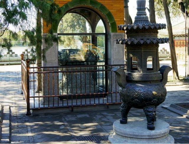 Cổ vật bạc mệnh nhất lịch sử: Làm từ 3,5 tấn ngọc quý nhưng bị đem vào chùa muối dưa, 300 năm mới được giải cứu - Ảnh 3.