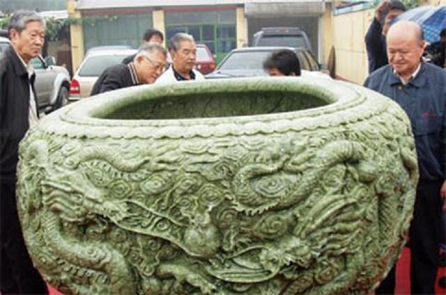 Cổ vật bạc mệnh nhất lịch sử: Làm từ 3,5 tấn ngọc quý nhưng bị đem vào chùa muối dưa, 300 năm mới được giải cứu - Ảnh 1.
