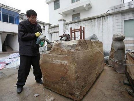 Xác ướp 700 năm nguyên vẹn bất ngờ lộ ra khi làm đường ở TQ và những bí ẩn đau đầu - Ảnh 1.