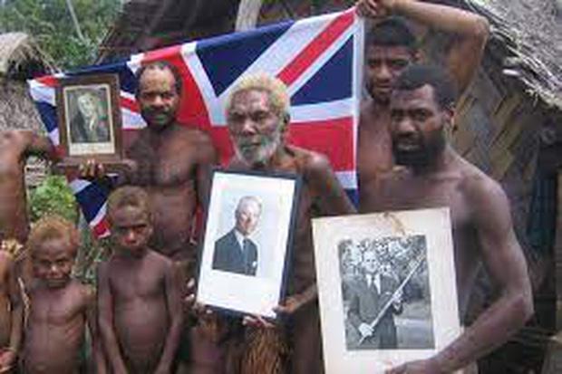 Kỳ lạ bộ lạc sống trên đảo xa tôn thờ cố Hoàng thân Philip, quyết định để tang khi hay tin ông qua đời - Ảnh 2.