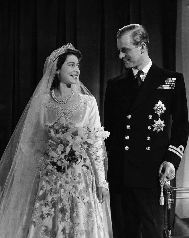 Tiết lộ những hoạt động của Nữ hoàng trong ngày Chủ nhật đầu tiên vắng bóng chồng khiến công chúng càng thêm nể phục bản lĩnh của bà - Ảnh 5.
