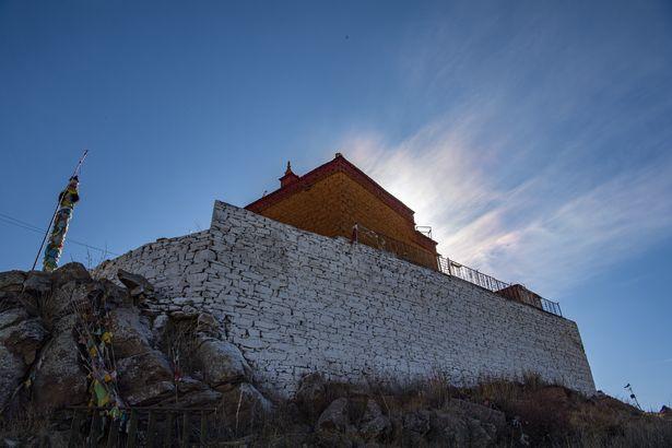 Thầy tu cô độc nhất thế giới, sống một mình giữa hồ ở Tây Tạng - Ảnh 5.