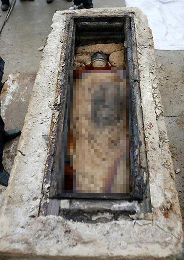 Xác ướp 700 năm nguyên vẹn bất ngờ lộ ra khi làm đường ở TQ và những bí ẩn đau đầu - Ảnh 2.