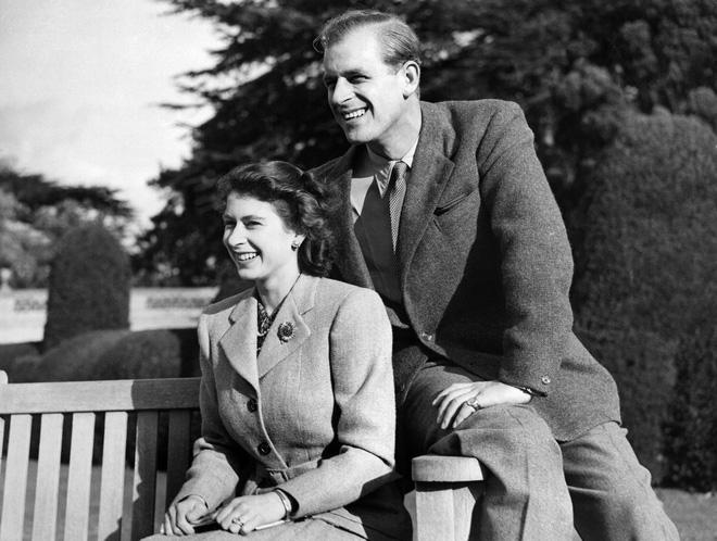 Tiết lộ những hoạt động của Nữ hoàng trong ngày Chủ nhật đầu tiên vắng bóng chồng khiến công chúng càng thêm nể phục bản lĩnh của bà - Ảnh 6.