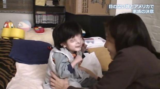 Nhìn mặt con gái mới sinh, người mẹ muốn tự sát nhưng bất thành, không ngờ lại tìm thấy điều kỳ diệu 18 năm sau - Ảnh 4.