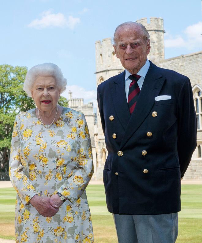 Tiết lộ những hoạt động của Nữ hoàng trong ngày Chủ nhật đầu tiên vắng bóng chồng khiến công chúng càng thêm nể phục bản lĩnh của bà - Ảnh 7.