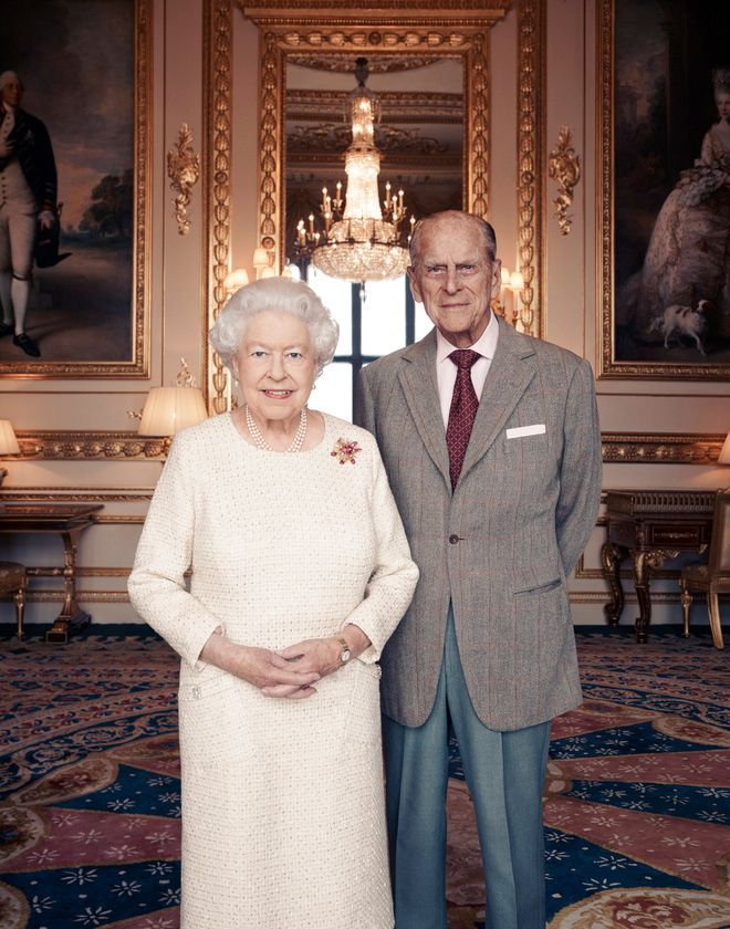 Tiết lộ những hoạt động của Nữ hoàng trong ngày Chủ nhật đầu tiên vắng bóng chồng khiến công chúng càng thêm nể phục bản lĩnh của bà - Ảnh 8.
