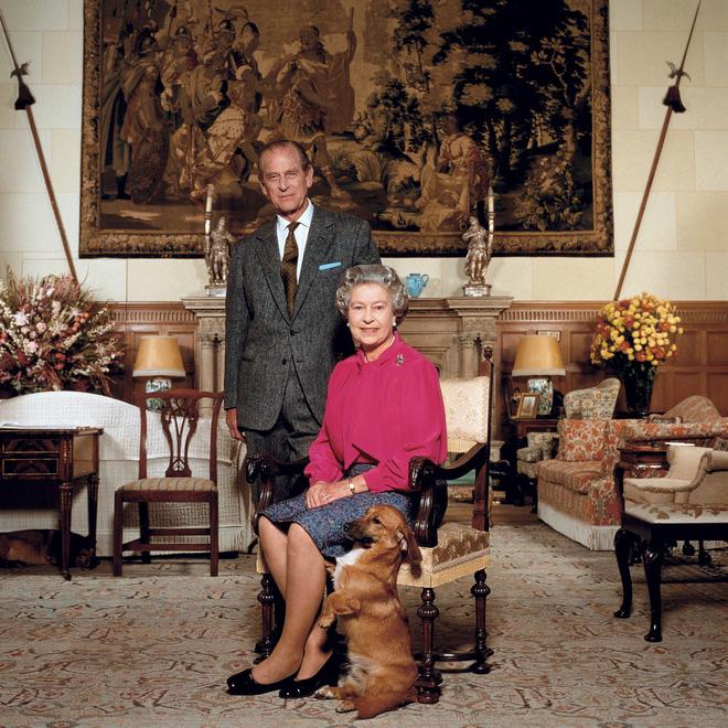 Tiết lộ những hoạt động của Nữ hoàng trong ngày Chủ nhật đầu tiên vắng bóng chồng khiến công chúng càng thêm nể phục bản lĩnh của bà - Ảnh 9.