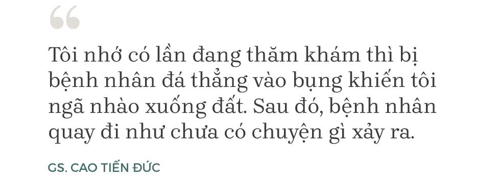 """Giáo sư duy nhất ngành tâm thần học Việt Nam: 39 năm làm việc với """"người điên"""", bị cho """"ăn đòn"""", """"đuổi cút"""" và chê """"ngơ ngơ"""" - Ảnh 6."""