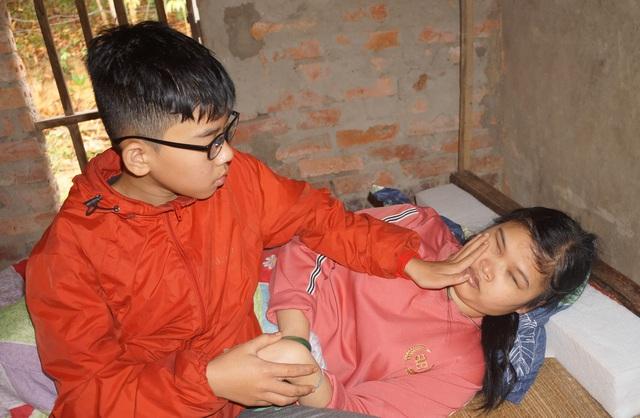 Ông Đoàn Ngọc Hải muốn khẩn trương giúp mẹ con người phụ nữ mù đáng thương ở Nghệ An, cứu đôi mắt cháu bé - Ảnh 3.