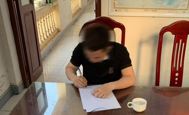 Nam thanh niên bị xử phạt vì xuyên tạc công lý chỉ là nghệ sĩ hài trong vụ ném phân trâu, bò ở Bắc Giang - Ảnh 1.