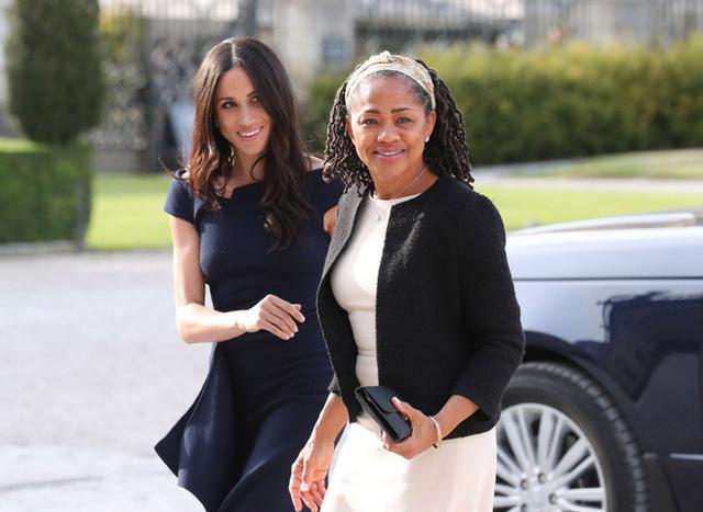Không phải chuyện mang thai, bạn thân Meghan Markle tiết lộ lý do thực sự khiến cô không về chịu tang Hoàng tế Philip gây phẫn nộ - Ảnh 2.
