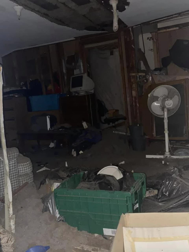 Sống trong nhà 6 năm trời, gia chủ bất ngờ phát hiện chiếc cửa sổ chưa từng mở, không thuộc bất kỳ phòng nào và bí mật bên trong - Ảnh 2.