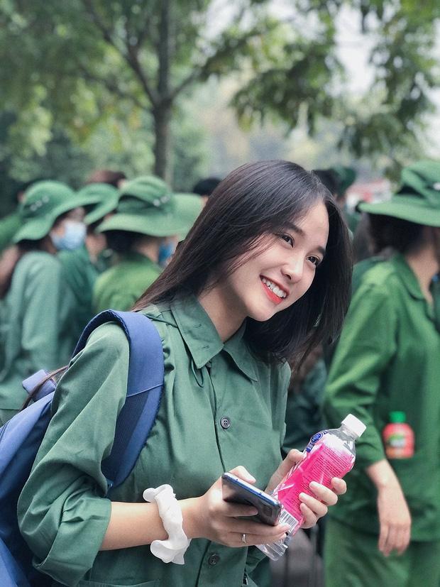 Nữ sinh quân sự này rất xinh - Ảnh 1.