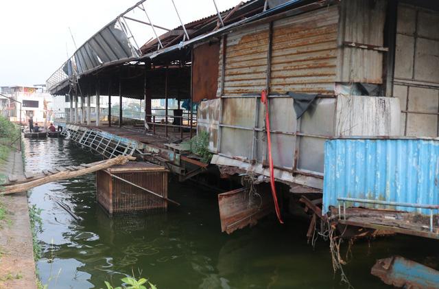 Hà Nội: Đột nhập nghĩa địa du thuyền, nhà hàng nổi tiền tỷ trên hồ Tây - Ảnh 11.