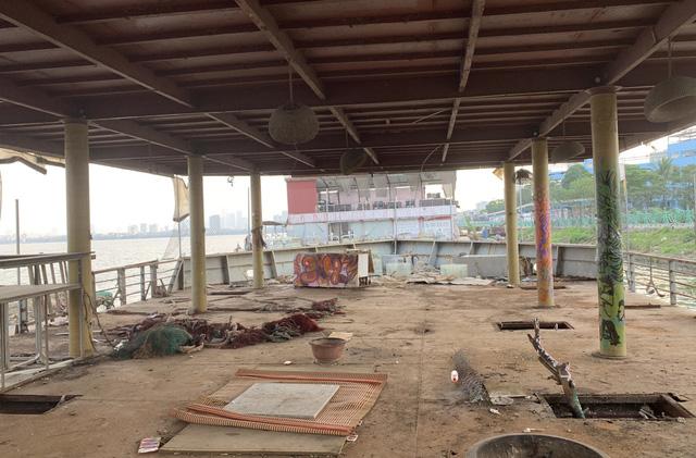 Hà Nội: Đột nhập nghĩa địa du thuyền, nhà hàng nổi tiền tỷ trên hồ Tây - Ảnh 12.