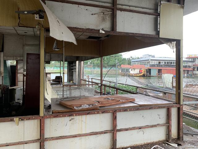 Hà Nội: Đột nhập nghĩa địa du thuyền, nhà hàng nổi tiền tỷ trên hồ Tây - Ảnh 13.