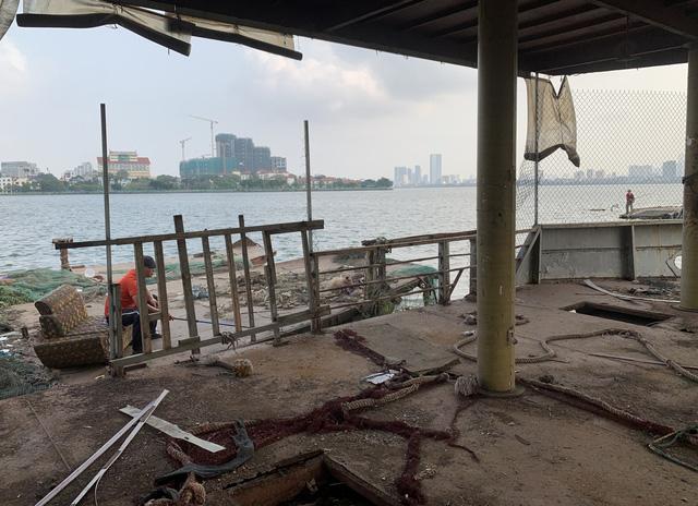 Hà Nội: Đột nhập nghĩa địa du thuyền, nhà hàng nổi tiền tỷ trên hồ Tây - Ảnh 15.