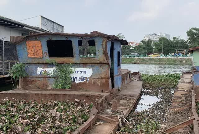 Hà Nội: Đột nhập nghĩa địa du thuyền, nhà hàng nổi tiền tỷ trên hồ Tây - Ảnh 16.