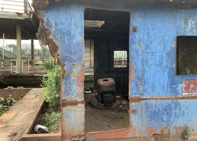 Hà Nội: Đột nhập nghĩa địa du thuyền, nhà hàng nổi tiền tỷ trên hồ Tây - Ảnh 3.