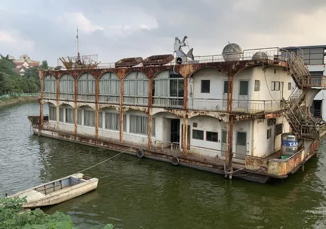 Hà Nội: Đột nhập nghĩa địa du thuyền, nhà hàng nổi tiền tỷ trên hồ Tây - Ảnh 4.