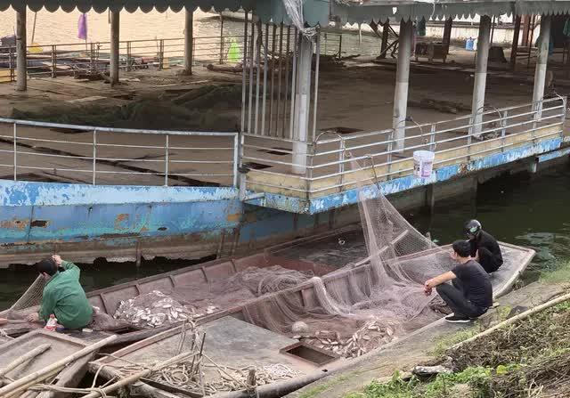 Hà Nội: Đột nhập nghĩa địa du thuyền, nhà hàng nổi tiền tỷ trên hồ Tây - Ảnh 5.