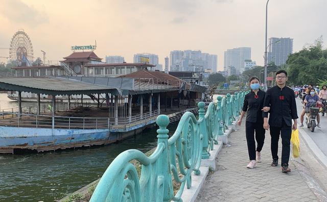 Hà Nội: Đột nhập nghĩa địa du thuyền, nhà hàng nổi tiền tỷ trên hồ Tây - Ảnh 6.