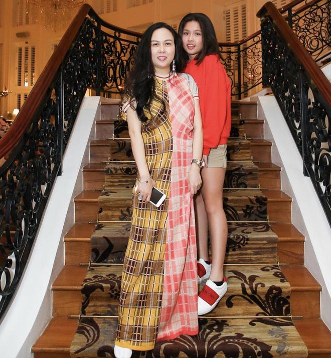 Con gái của Phượng Chanel: 18 tuổi sống sang chảnh chuẩn ái nữ nhà giàu, body nóng đến ngộp thở nhất là vòng 3 - Ảnh 9.