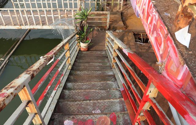 Hà Nội: Đột nhập nghĩa địa du thuyền, nhà hàng nổi tiền tỷ trên hồ Tây - Ảnh 9.